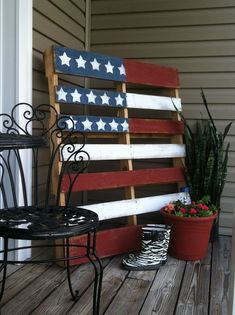 Wood Pallet Projects American Flag Pallet and Front Porch Ideas - Inspire Your Welcome This Spring! Details on Frugal Coupon Living. Great Fourth of July Idea or Memorial Day Ideas. Old Pallets, Recycled Pallets, Wooden Pallets, Painted Pallets, Euro Pallets, Pallet Benches, Pallet Tables, Pallet Sofa, Pallet Seating
