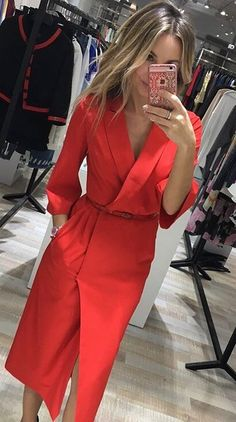 Kleider So ein anderes rotes Kleid: 20 magische Bilder mit Geschmack The How To's Of Choosing Your L Trendy Dresses, Casual Dresses, Fashion Dresses, Summer Dresses, Red Dress Casual, Party Dresses, Work Fashion, Fashion Looks, Red Fashion