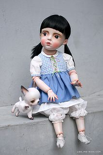 Dorothy and toto is in an alley. | Por: LeeJaeYeon