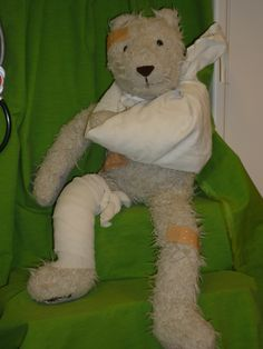 Flip de beer heeft een ongelukje gehad - thema au - ziek zijn - ziekenhuis - juf Ester Klaver