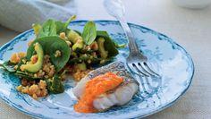 Grillet fisk med bulgursalat og peberfrugtdressing