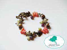 Bratara Pietre semipretioase: quartz roz, jade verzi si perle de cutura lila Accesorii bronz: frunzulite marunte