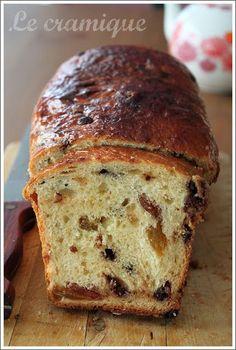 A mi-chemin, à la croisée entre le pain brioché et le cake, le cramique est une spécialité belge qui se déguste aussi bien au petit déjeun...