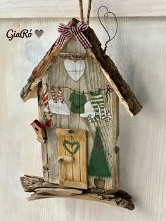 Wooden Projects, Wooden Crafts, Diy And Crafts, Wine Craft, Wine Cork Crafts, Lighthouse Decor, Birdhouse Craft, Wooden Bird Houses, Garden Deco