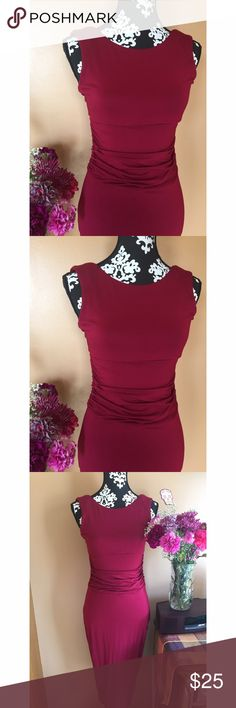 🎁 Venus Dress Maroon dress stretchy lightweight material. Size 8 Venus Dresses