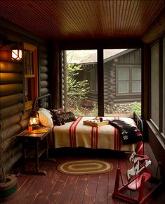 Small space, Bedroom, log cabin