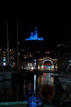 La nuit à Marseille .