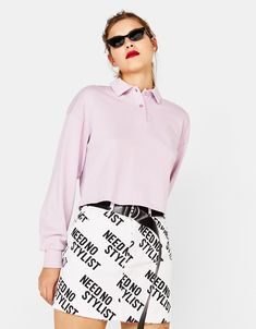 Check out Bershka's latest women's skirt trends for Spring Midi, long or short, plain, embroidered or printed skirts with free delivery on orders over Zara Shop, Printed Skirts, Knitting Yarn, Hoodies, Sweatshirts, Short Skirts, Spring, Slogan, Sweaters