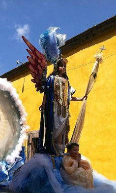 Children portraying the Archangel Michael and a baby angel in the parade celebrating la Fiesta de San Miguel Arcangel in San Miguel de Allende