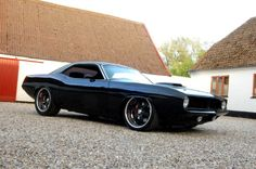 Black Cuda. An awesome paint job making an already awesome looking car even more awesomer.