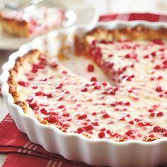 Kookos-puolukkapiirakka (Coconut-lingonberry pie) - recipe in Finnish No Bake Desserts, Just Desserts, Flan, Finland Food, Mousse, Finnish Recipes, Scandinavian Food, Sweet Pastries, Finland