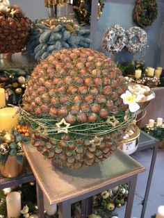 Events and Exhibitions – Flower Gallery Knorr Rustic Christmas Crafts, Scandinavian Christmas Trees, Christmas Art, Vintage Christmas, Christmas Ornaments, Deco Nature, Navidad Diy, Diy Weihnachten, Xmas Decorations