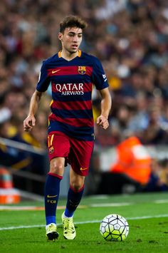 Munir El Haddadi of FC Barcelona runs with the ball during the La Liga match between FC Barcelona and Levante UD at Camp Nou on September 20, 2015 in Barcelona, Catalonia.