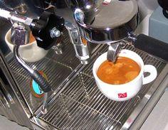 Best of Koffeinschmiede! Espresso Machine, Nespresso, Coffee Maker, Kitchen Appliances, Coffee Tasting, Brewing, Espresso Coffee Machine, Coffee Maker Machine, Diy Kitchen Appliances
