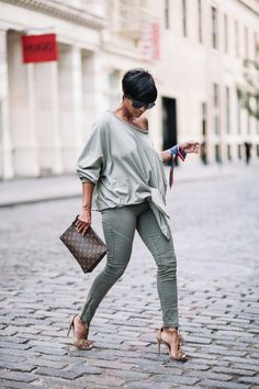 Summer fashion trends for black women are bold and beautiful. We have collected Best Summer Outfit Ideas For Black Women to snag some eyeballs this season. Chic Outfits, Fall Outfits, Black Women Fashion, Womens Fashion, Fashion Sets, Cheap Fashion, Fashion Fashion, Look 2018, Cool Summer Outfits