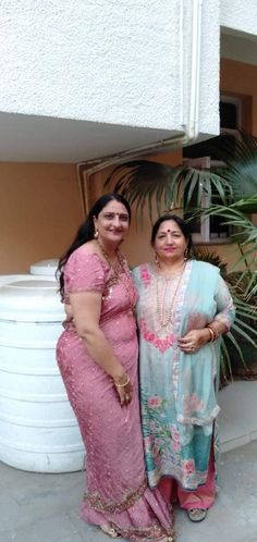 Beautiful Women Over 40, Beautiful Girl Indian, Beautiful Saree, Saree Poses, Desi Girl Image, Dehati Girl Photo, Indian Girl Bikini, Most Beautiful Bollywood Actress, Indian Girls Images