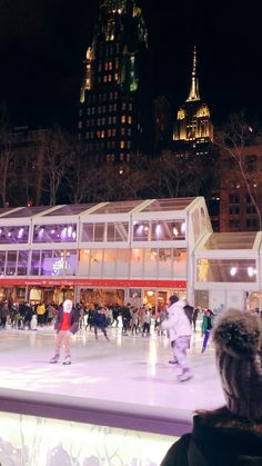 Travel the world New York City - Ice Skating - Bryant Park Holidays Nyc, Winter Photography, Travel Photography, Wonderful Places, Beautiful Places, New York City Travel, Bryant Park, Travel Videos, Iceland Travel