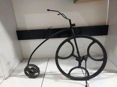 Bicicleta retrô, roda feita com  peças de máquina de costura a pedal