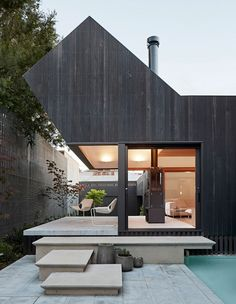 This terrace house in Melbourne features an ultra-modern rear extension by Swipe to see the front facade and head to the Architecture Résidentielle, Australian Architecture, Victorian Architecture, Melbourne Architecture, Modern Residential Architecture, Fashion Architecture, Style At Home, Ideas Cabaña, Decor Ideas