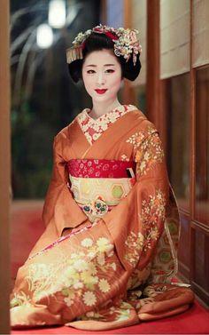Maiko. Kyoto. Japan Kimono Japan, Japanese Kimono, Japanese Girl, Geisha Japan, Geisha Art, Japan Japan, Okinawa Japan, Japanese Beauty, Asian Beauty