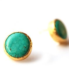 Turquoise Stud Earrings in 18K gold Vermeil over Sterling Silver von toosis auf Etsy https://www.etsy.com/de/listing/62167759/turquoise-stud-earrings-in-18k-gold
