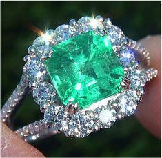 vintage estate ring, 4.33 carat Colombian emerald