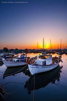 At the Kalamata harbour, Greece. Marina Harbor III by Stelios Kritikakis Great Places, Places To Go, Beautiful Places, Beautiful Sunset, Boat Art, Boat Painting, Sardinia, Greece Travel, Santorini