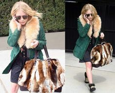 Olsen girls are always our favorite style icons Ashley Olsen Style, Olsen Twins Style, Mary Kate Ashley, Mary Kate Olsen, Fox Fabric, Fur Bag, Fur Fashion, Her Style, Style Icons