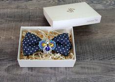 Ručně vyrobená brož na motýlek i na klopu - Trojlístek Bow Ties, Bows, Accessories, Arches, Bowties, Bow, Ribbon, Boutique Bows, Ornament
