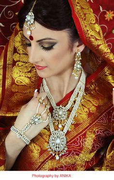 beautiful bride and colors Indian Wedding Jewelry, Indian Jewelry, Bridal Jewelry, Indian Weddings, Pearl Jewelry, Asian Inspired Wedding, South Asian Wedding, Bollywood Makeup, Asian Bridal