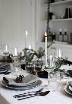 Minimalist Christmas table styling with fir, candles & pine .- Minimalist Christmas table styling with fir, candles & pine cones (These Four Walls) Christmas time in the country house 🌼 PS. Christmas Dining Table, Christmas Table Centerpieces, Christmas Table Settings, Christmas Tablescapes, Holiday Tables, Christmas Candles, Christmas Place Setting, Christmas Decorations Dinner Table, Holiday Parties
