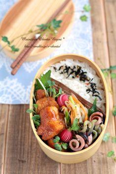 毎日がお弁当日和♪ Japanese Bento Lunch Box, Bento Box Lunch, Japanese Kitchen, Japanese Food, Bento Recipes, Cooking Recipes, Sushi, C'est Bon, Food Design