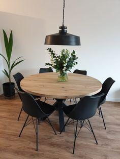Home - Hollemans Homesteel Dining Room Inspiration, Home Decor Inspiration, Dining Room Design, Dining Room Table, Dining Rooms, Round Dining, Round Wooden Dining Table, Home And Living, Small Living Dining