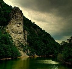 An impressing photo of king Decebal's statue on the Danube river between Eselnita and Dubova. Romania is absolutely fascinating! Famous Castles, Danube River, Beautiful Landscapes, The Great Outdoors, Places To See, Beautiful Places, Around The Worlds, Romania News, Romania Travel