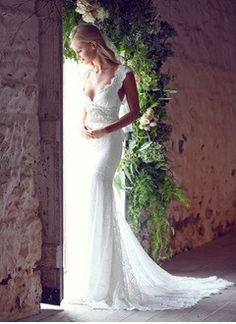 Trumpet/Mermaid V-neck Court Train Lace Wedding Dress With Beading Bow(s)