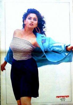 Most Beautiful Indian Actress, Beautiful Actresses, Bollywood Fashion, Bollywood Actress, Indian Hot Images, Madhuri Dixit Hot, Bridal Bun, Ethereal Beauty, India Beauty
