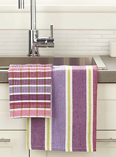 Shop our stylish, high-quality dish cloths, cleaning cloths, tea towels, and sponges made of absorbent materials for a clean and functional kitchen! Weaving Designs, Weaving Projects, Weaving Art, Weaving Patterns, Loom Weaving, Fabric Patterns, Hand Weaving, Dish Towels, Tea Towels