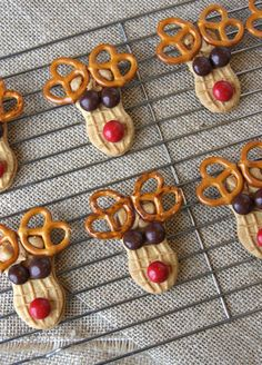 Peanut Butter Reindeer Cookies, holiday fun Christmas treat dessert for kids, party, class, school (xmas cookies reindeer) Christmas Party Food, Christmas Sweets, Christmas Cooking, Christmas Goodies, Christmas Candy, Christmas Tree, Christmas Cookies For Kids, Christmas Lights, Holiday Cookies