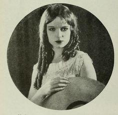 A kinda rare image of Louise Brooks with banana curls.