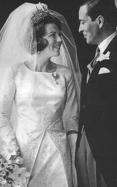 10 mars 1966 - mariage beatrix des pays-bas et claus von amsberg Royal Wedding Gowns, Wedding Dress Trends, Royal Weddings, Wedding Dresses, Kings & Queens, Royals, Royal Tiaras, Dutch Royalty, Royal Brides