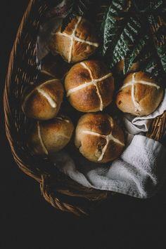 Vegan Hot Crossed Buns \\ Happy Easter!