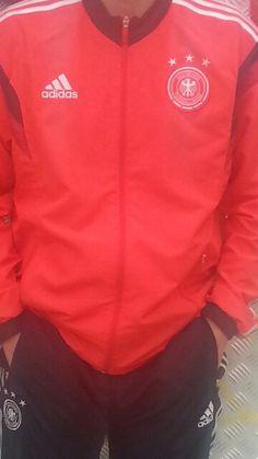 Vriend van mij met een rode vest