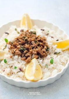 Rice Salad with lemon, tuna and sage... full of colors and super-yummy! Light recipe ;)  Here the recipe: http://noodloves.it/insalata-di-riso-basmati-limone-tonno/  Tags: Basmati rice; Detox.