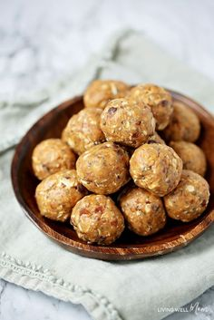 Peanut Butter Date Energy Balls have just 6 ingredients - so simple to make! My whole family loves this naturally gluten-free, dairy-free easy snack recipe! Date Protein Balls, Date Energy Balls, Protein Bites, Energy Bites, Date Balls, Baby Food Recipes, Snack Recipes, Kid Recipes, Recipies