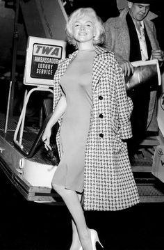 The iconic and beautiful Marilyn Monroe posing in New York in the early 60's. // #streetstyle #iconic #beauty