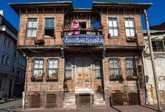 Δημιουργία - Επικοινωνία: Οι διεκδικήσεις των Κωνσταντινουπολιτών 50 χρόνια ... Istanbul, Cabin, Mansions, House Styles, Gallery, World, Places, Turkey, Home Decor