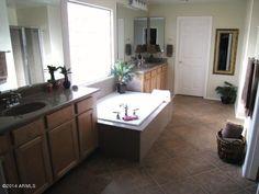 large master bathroom www.phoenixazhomes4u.com