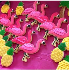 Flamingo & Pineapple Cookies f Pink Flamingo Party, Flamingo Cake, Flamingo Birthday, Luau Birthday, First Birthday Parties, Birthday Ideas, Luau Cookies, Summer Cookies, Snacks Für Party