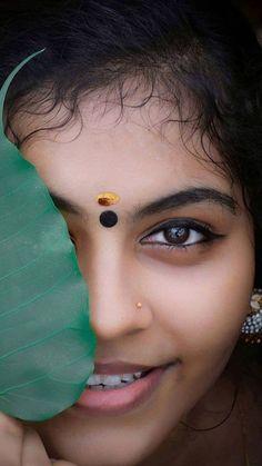 Beautiful Girl Photo, Beautiful Girl Indian, Beautiful Eyes, Beautiful Women, Wedding Couple Poses Photography, Eye Photography, Girl Photography Poses, Indian Eyes, Indian Face