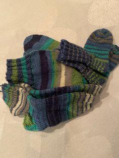 Koko perheen sukkasetti Gloves, Socks, Winter, Fashion, Winter Time, Moda, Fashion Styles, Sock, Stockings